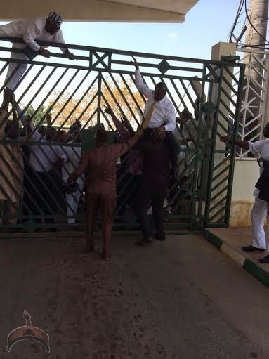 0122 Turmoil in National Assembly as Law makers scale fence to gain access into the complex