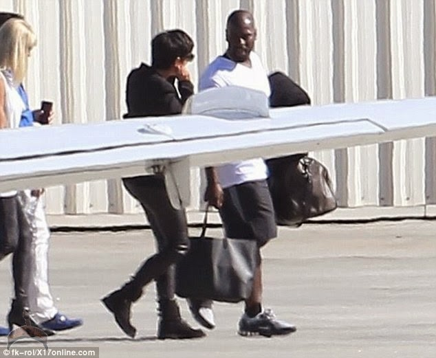 1 52 Kris Jenner & her 31yr old boyfriend head to Vegas for her birthday party