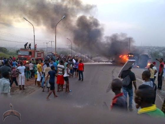 284 Pics: Tanker carrying diesel rolls over, catches fire in Enugu