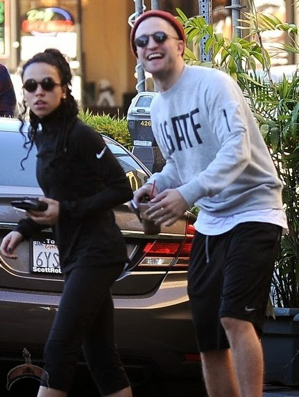 FFN Pattinson Robert EXC TrickyDFF 112114 51592047 Robert Pattinson grabs girlfriends backside in new PDA photos