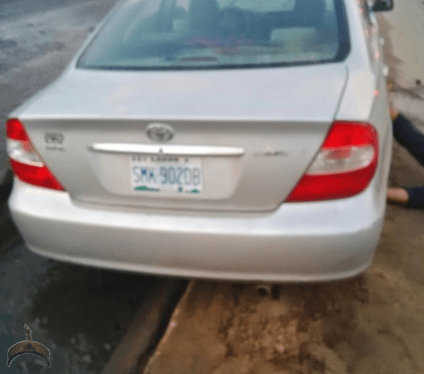 man12 Graphic Photos: Man lying dead next to his car at Ijesha Lagos