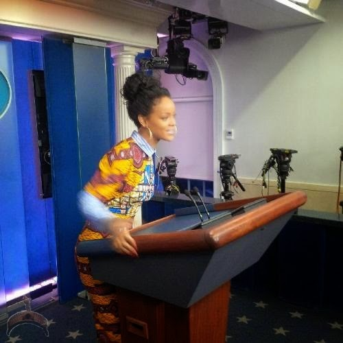 ririr 2 Photos: Rihanna rocks lovely Ankara dress to White House