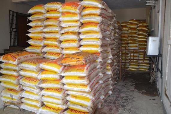 170 Photos: Fayose Shares rice, chicken & cash to Ekiti people