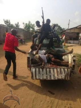 325 Pics: 2 robbers killed in Okokomaiko by police this afternoon