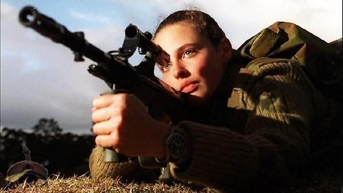 Austrailian-woman-on-the-frontline