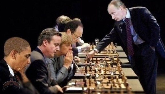 Russia Putin plays chess
