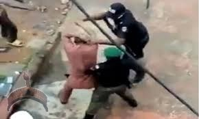 Policemen assaulting a lawyer in Onitsha, Anambra State