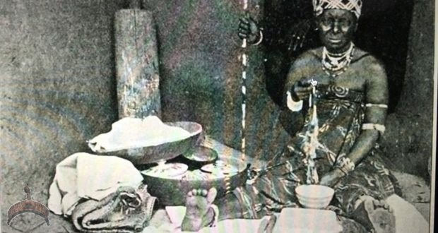 1906 picture of an Ìyánífá among the Ewe people.